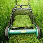 Механическая газонокосилка с травосборником