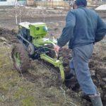 Вспахивание земли мотоблоком