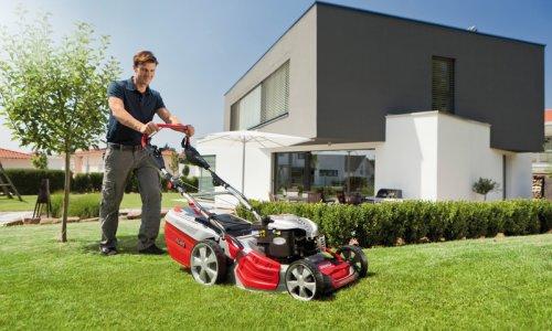 Удобство работы с самоходной газонокосилкой